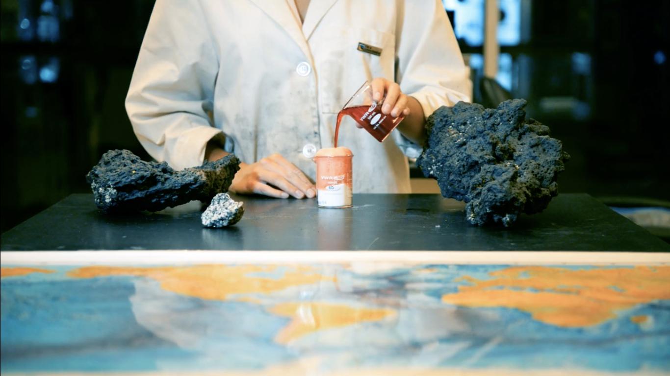 PhD candidate Hannah Shamloo mimics magma in a lab